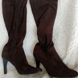 Isaac Mizrahi Brown suede heeled boots
